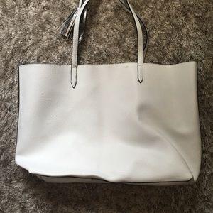 Victoria's Secret Bags - ⚪️NWOT Victorias Secret Tote⚪️